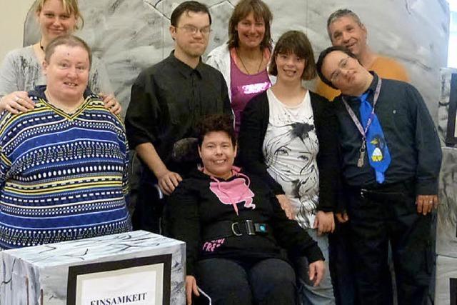 Behinderte und Nichtbehinderte feiern gemeinsam