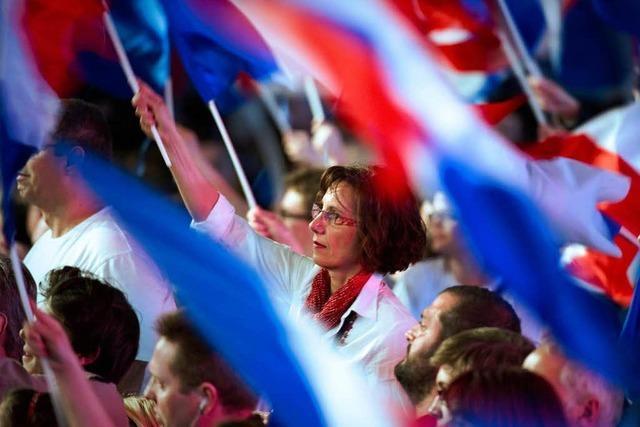 Frankreich vor der Wahl: Hollande liegt vorn