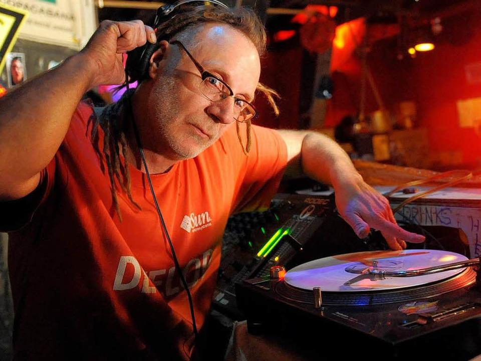 DJ Por No zog Ende der 90er Jahre von ...nach Berlin und legt nach wie vor auf.    Foto: dpa