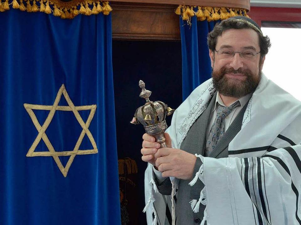 Gibt der Jüdischen Gemeinde ein Gesicht: Rabbiner Moshe Navon in der Synagoge.   | Foto: Gerhard Walser