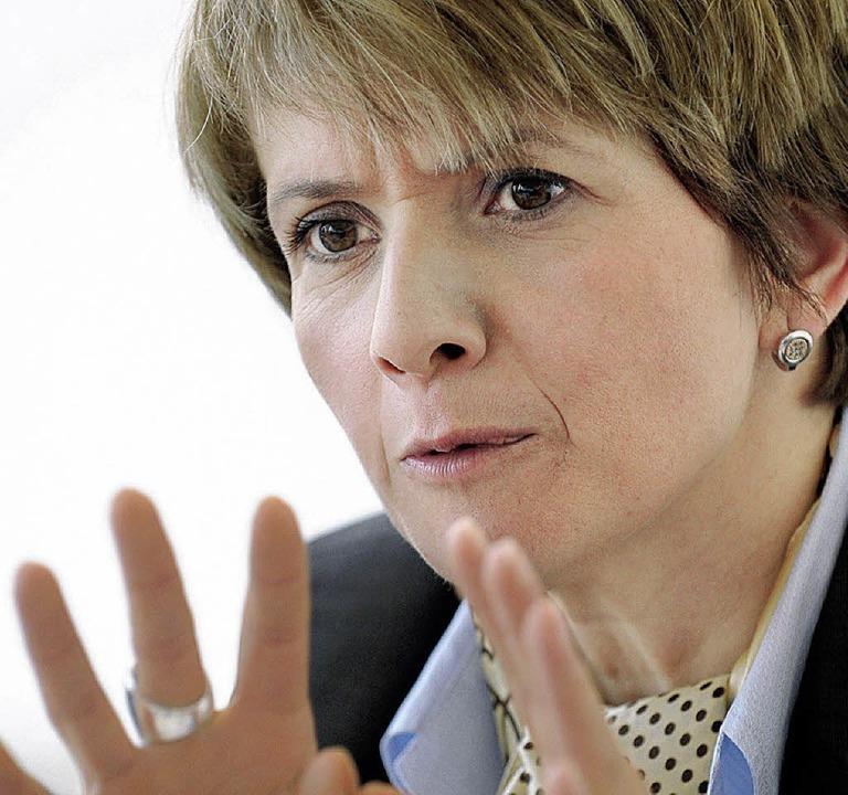 Sie bleibt trotz der Ermittlungen vore...m Amt: Staatssekretärin Zülfiye Kaykin  | Foto: dpa