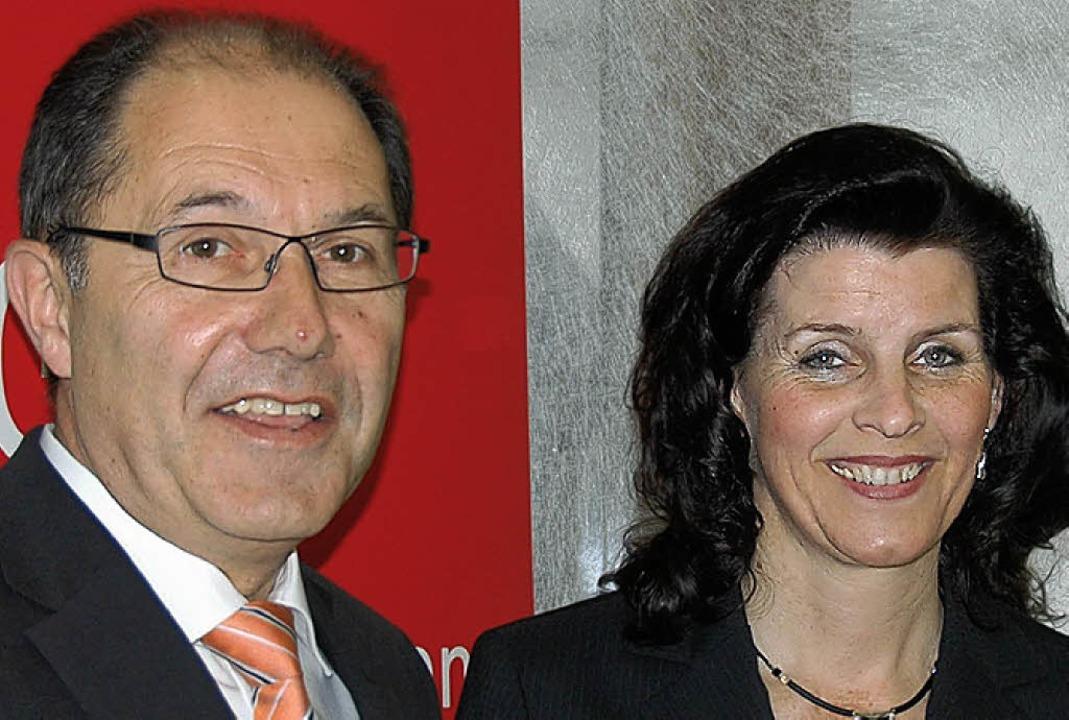 Sparkassendirektor Klaus Jost und Abteilungsdirektorin Ilona Dietz   | Foto: Trenz