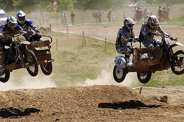 Motocross auf runderneuerter Strecke