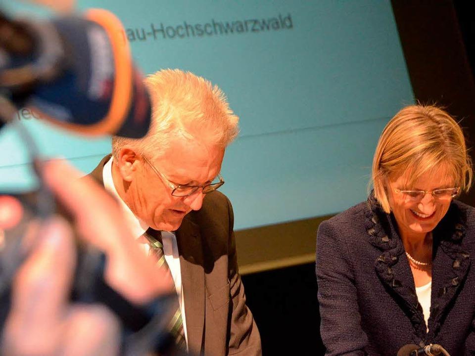 Kamera läuft: Kretschmann war umringt von Journalisten  | Foto: Kathrin Blum