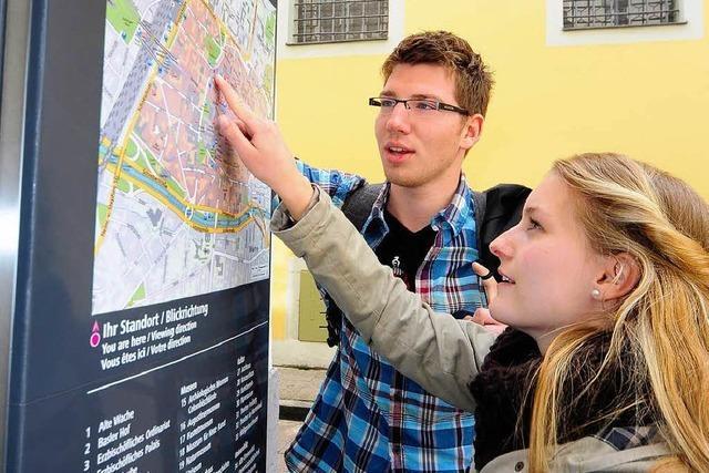 Neues Leitsystem weist Fußgängern den Weg durch Freiburg
