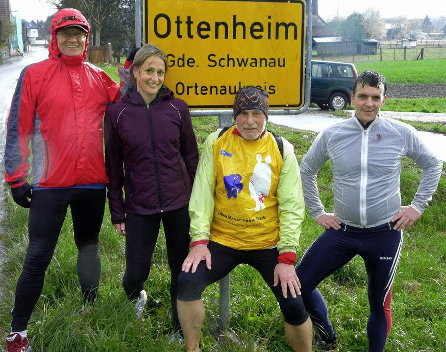 Hallo in Ottenheim: (von links) Gerhar...ia Bing,  Heinz Jäckel und Erik Weide   | Foto: reiner beschorner