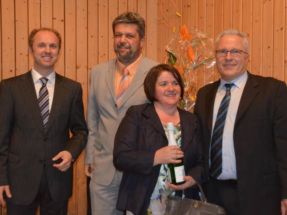 Zufriedene Gesichter: Christof Berger ...Landrat Tilman Bollacher (von rechts).  | Foto: Axel Kremp