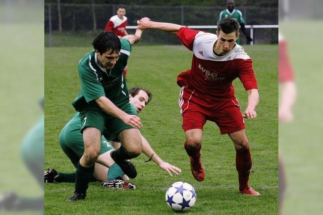 Der SV Niederhof durchbricht das Nollinger Abwehrbollwerk