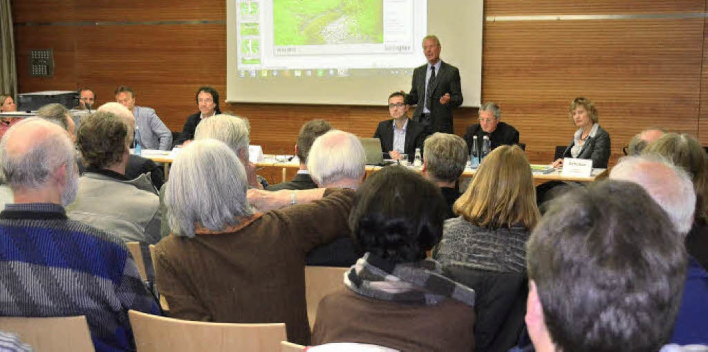 Das Interesse der Bürger an den Ausführungen der Fachleute war groß.   | Foto: Andrea Gallien