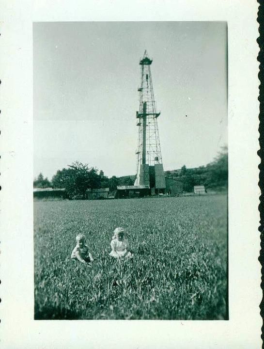 Auf dem Foto von  1937 sitzen vor dem ...inkinder  Wolfgang und Doris Schmidt    | Foto: Schmidt
