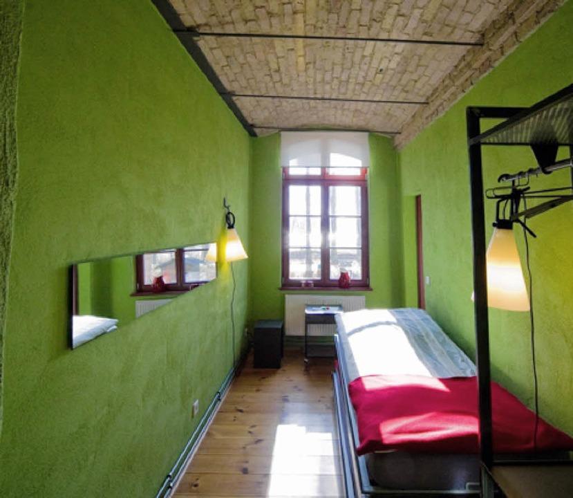 verr ckte hotels in berlin schlafen im sarg oder im gef ngnis reise badische zeitung. Black Bedroom Furniture Sets. Home Design Ideas