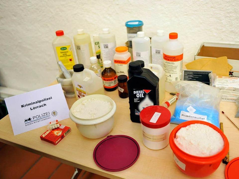 Die Chemikalien hätten ein hochexplosives Gemisch ergeben können.  | Foto: dpa