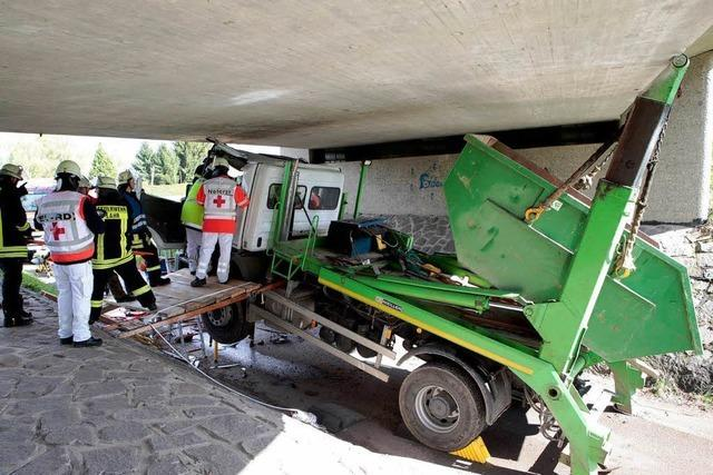 Laster rammt Brücke in Lahr – lange Staus
