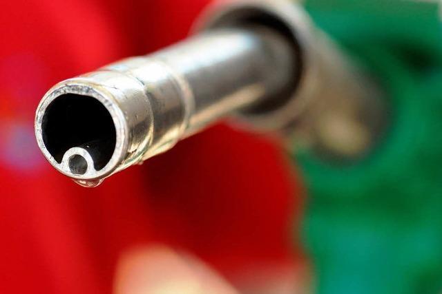 Spritpreise: Rösler will Ölkonzerne unter Aufsicht stellen
