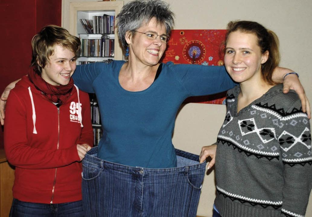 Glücklich: Michaela Schmitz mit ihren  Töchtern   | Foto: Beatrice Ehrlich