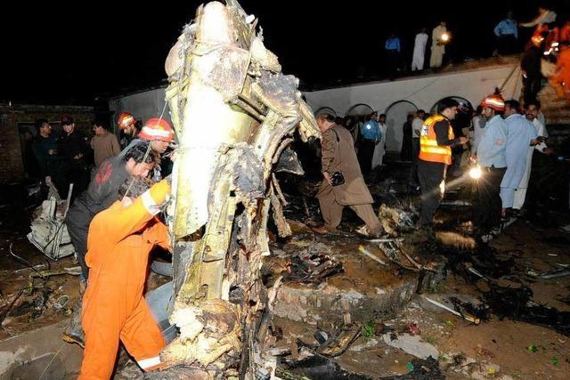 Flugzeug bei Islamabad abgestürzt – kaum Hoffnung auf Überlebende