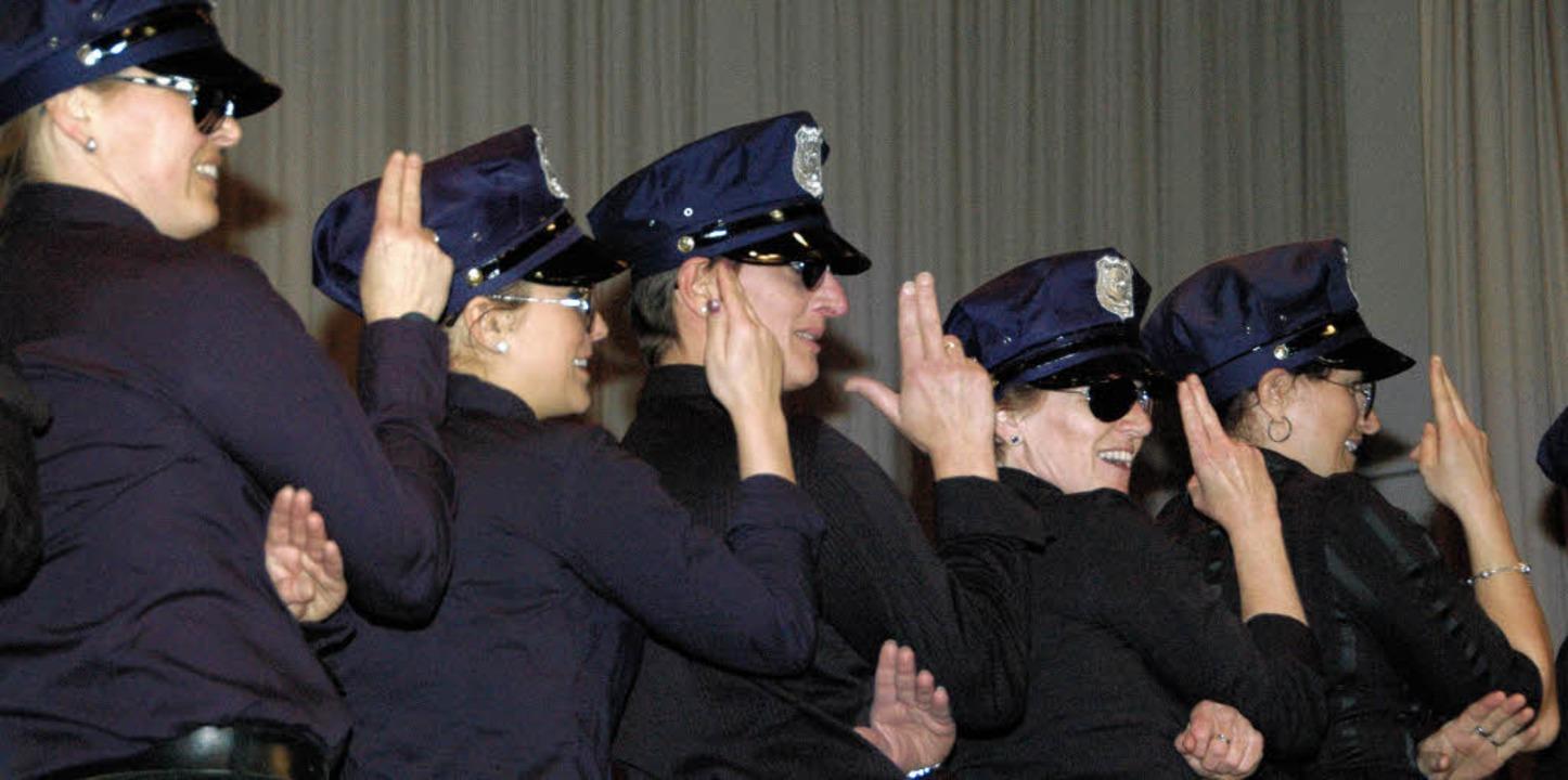 Als Polizistinnen präsentierten sich d...Aerobic-Gruppe bei der TV-Jahresfeier.  | Foto: Regine Ounas-Kräusel
