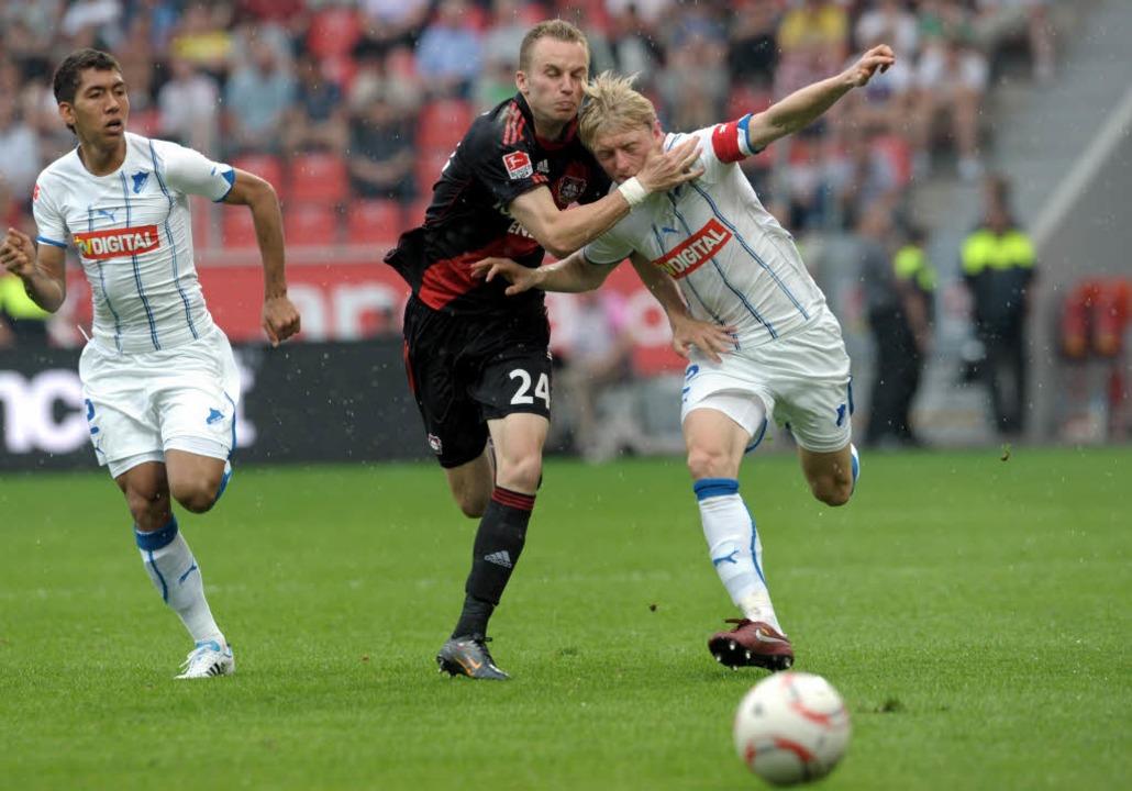 Michal Kadlec (Mitte, im Spiel gegen H...s des Lokalrivalen as Köln verprügelt.    Foto: dpa