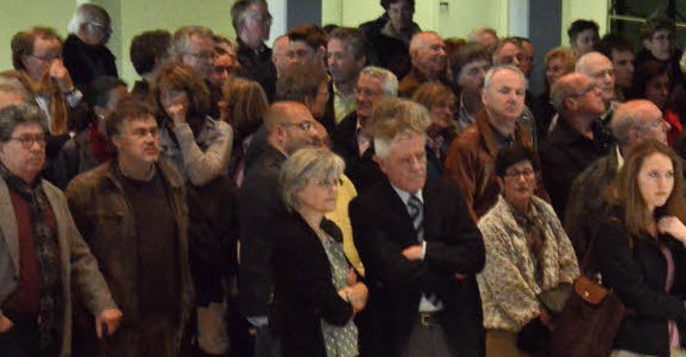 Atemlose Spannung im Saal, während die...and sich auch OB Eberhard Niethammer.   | Foto: Ingrid Böhm-Jacob
