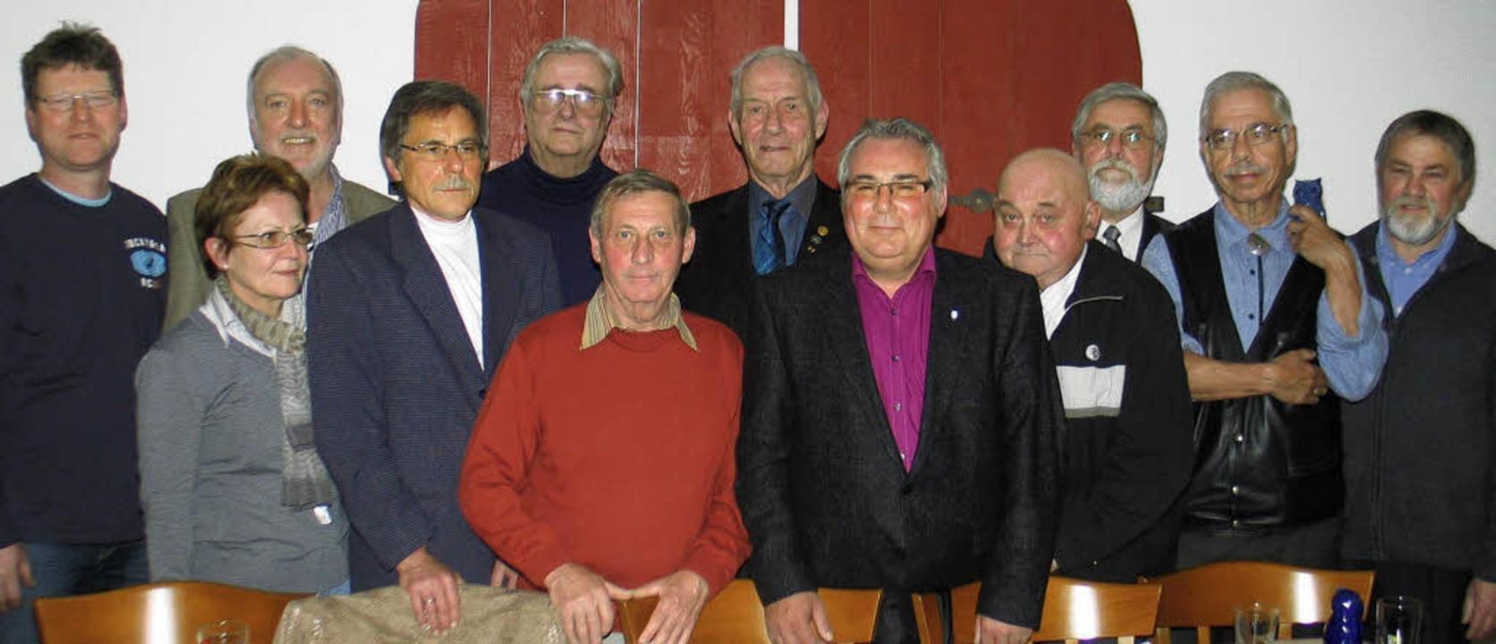 Gründungsmitglieder und Mitglieder, di...5 Jahre Mitgliedschaft geehrt wurden.   | Foto: Helmut Hassler