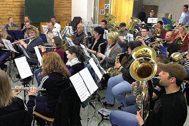Märsche, Polkas und Swing ertönen