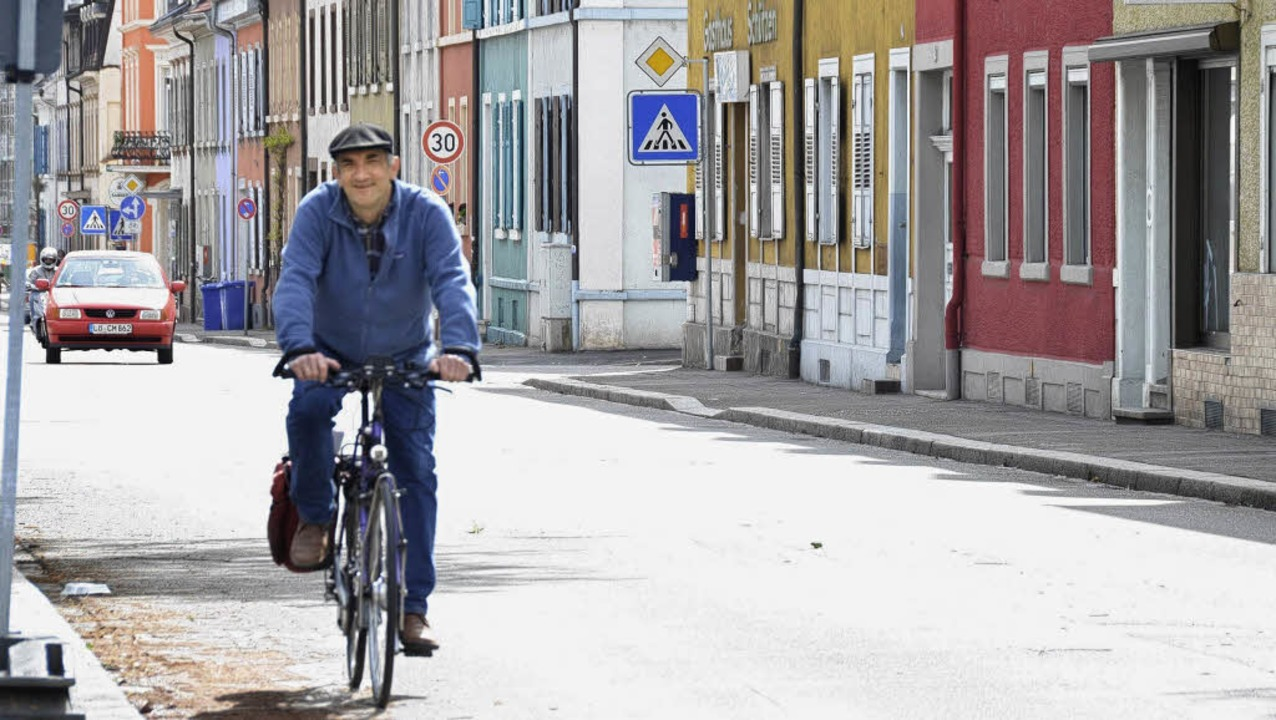 Die Kreuzstraße als Teil eines Fahrrad...nthaler für die IG Velo ins Gespräch.   | Foto: Adam