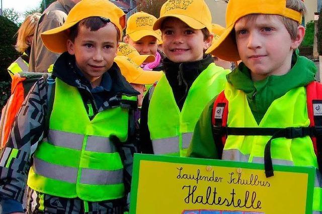 Laufender Schulbus: Kinder gehen zu Fuß – und nicht allein
