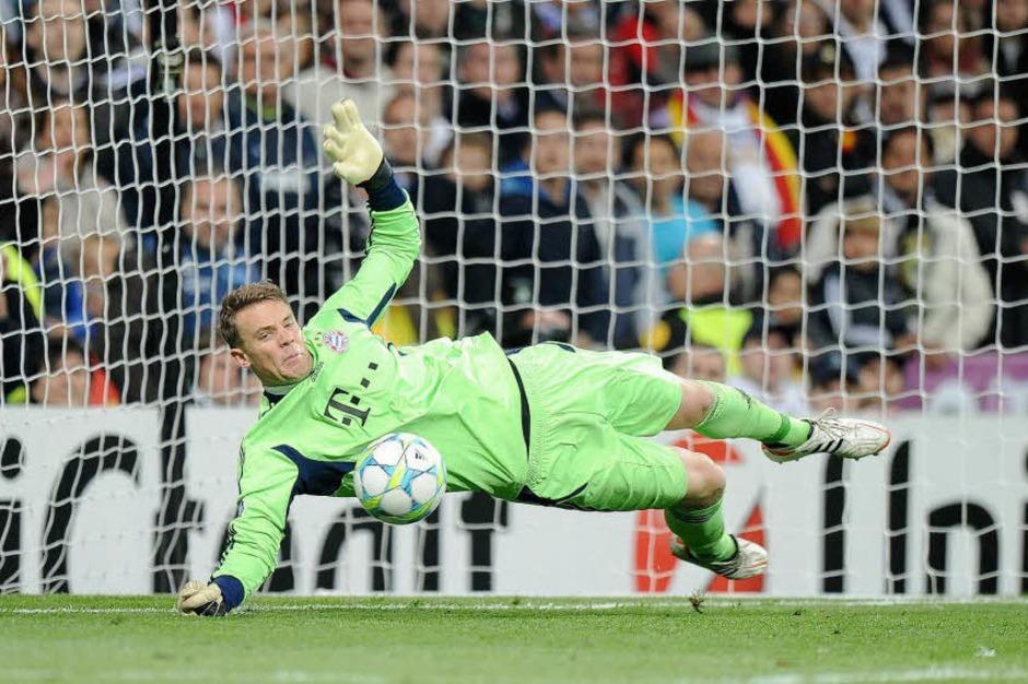 Jubel in Rot, Tristesse in Weiß: Bayern besiegt Real im Elfmeterschießen und zieht ins Finale der Champions League ein. (Foto: dpa)