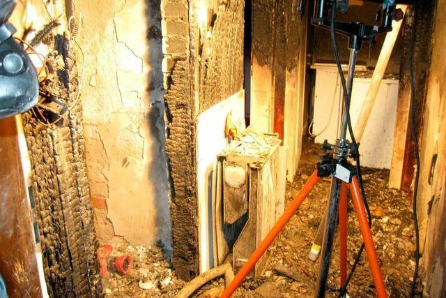 Brand im Abbruchhaus führt zu langem Feuerwehreinsatz