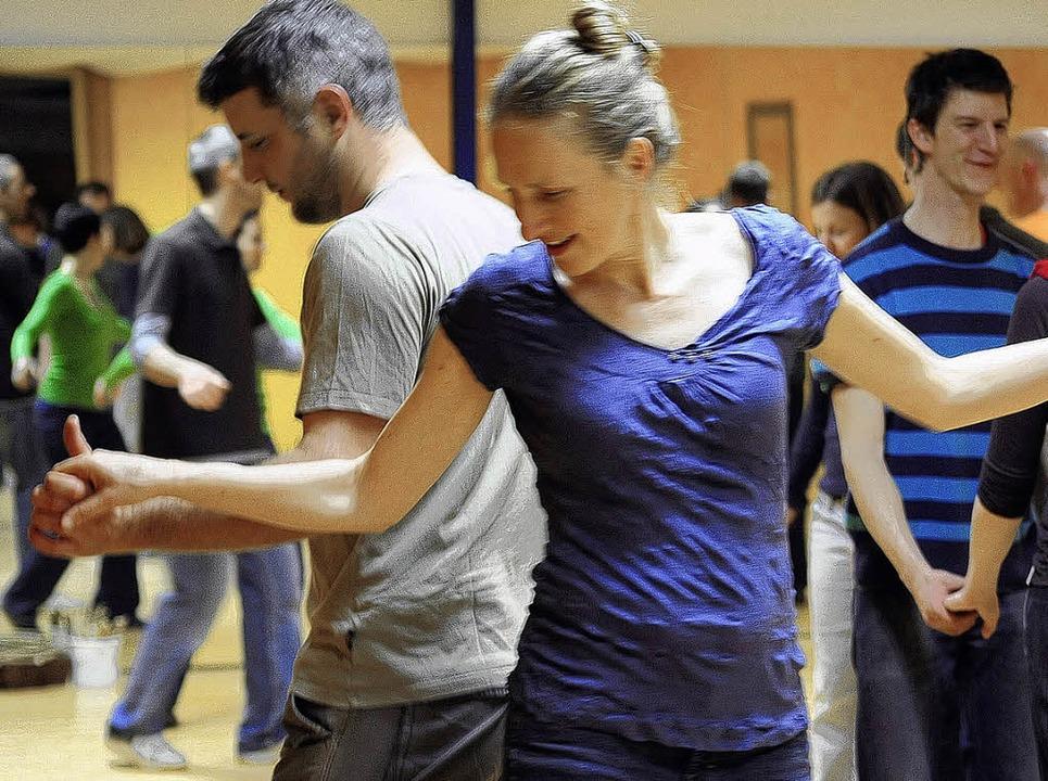 Wenn im Circus Balluna Lindy Hop getanzt wird, fließt der Schweiß.    | Foto: thomas kunz