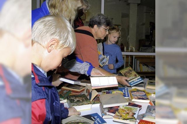 Büchertausch in Bibliothek