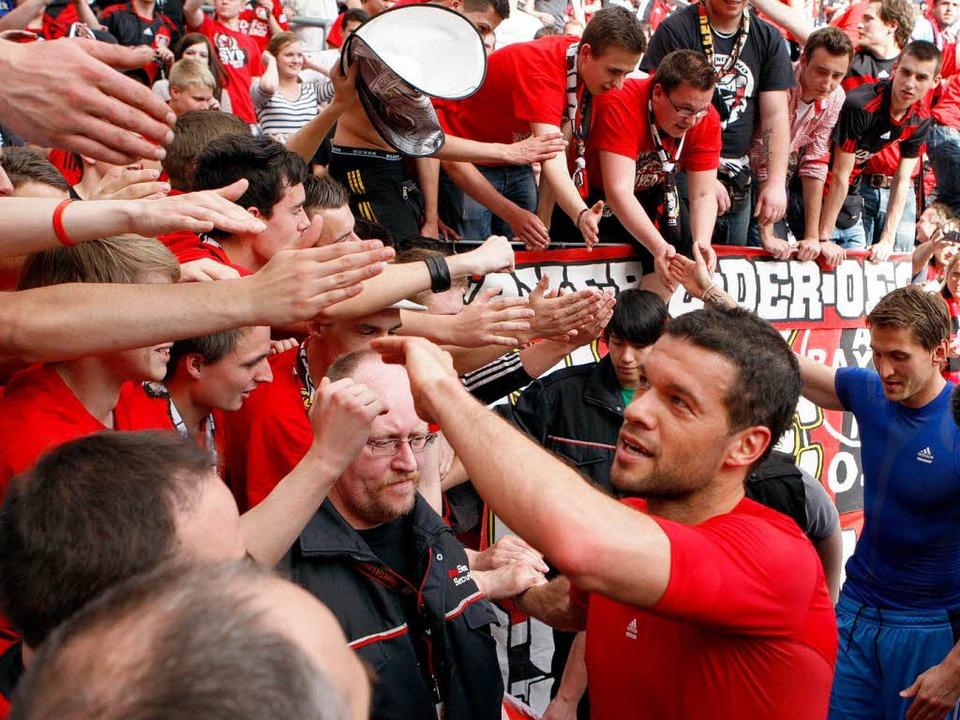 Abschiedsszenen gab es zuhauf: Michael...r einen 1:0-Sieg über Hannover feiern.    Foto: dapd