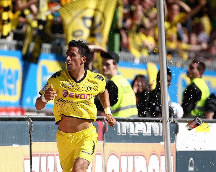 Matchwinner: Lucas Barrios steuerte zu...em Betzenberg gleich drei Treffer bei.    Foto: dapd