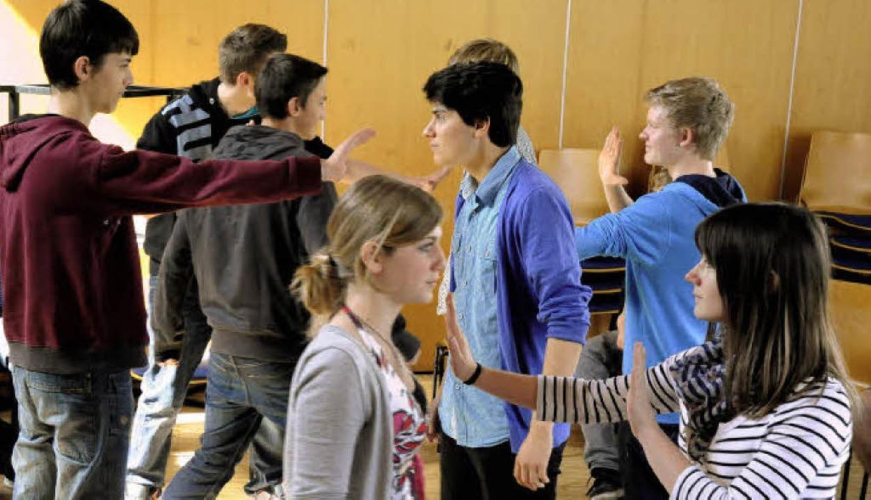 Stopp, nicht weiter! Sich gegen Aggres...ymnasiums in einem Zivilcourageseminar  | Foto: Markus Zimmermann, Markus Zimmermann
