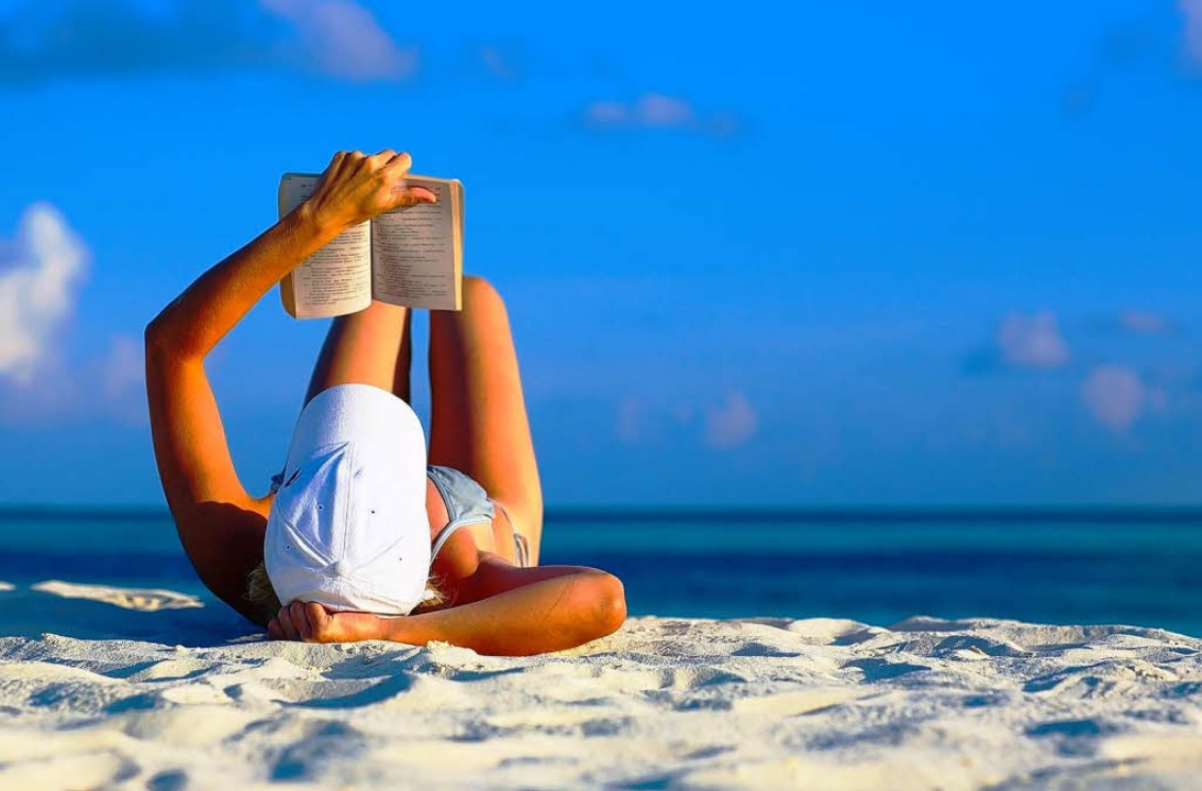 55 Prozent der Deutschen lesen im Strandurlaub.     Foto: Fotolia/Malbert