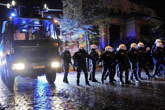 Krawalle in Berlin und Hamburg – mehrere Polizisten verletzt