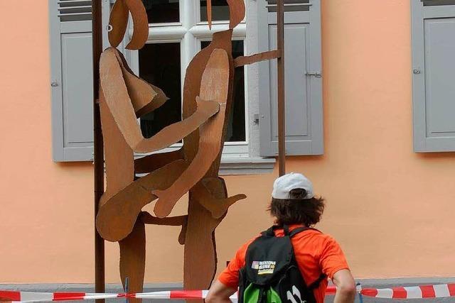 Heiß debattiert: Metallskulptur vor Riegeler Bürgerhaus