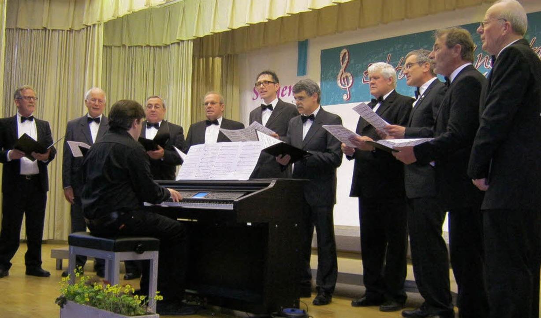 Den Auftakt machte der Kammerchor  der Windener Chorsänger.  | Foto: Günter Bank