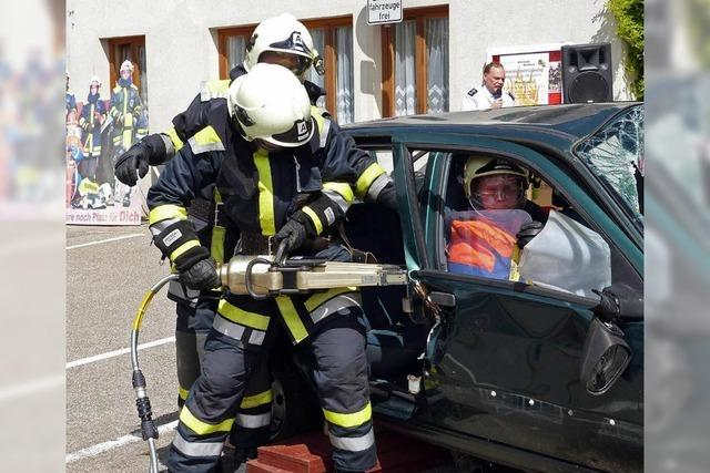 Feuerwehr mit Werbung in eigener Sache