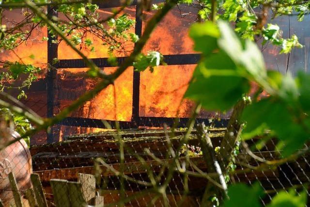 Großbrand in Bad Krozingen – Werkstatt brennt komplett nieder