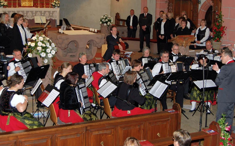 Höhepunkt der 60-Jahr-Feier der Akkord...rachtengruppe war ein Kirchenkonzert.   | Foto: Christian Ringwald