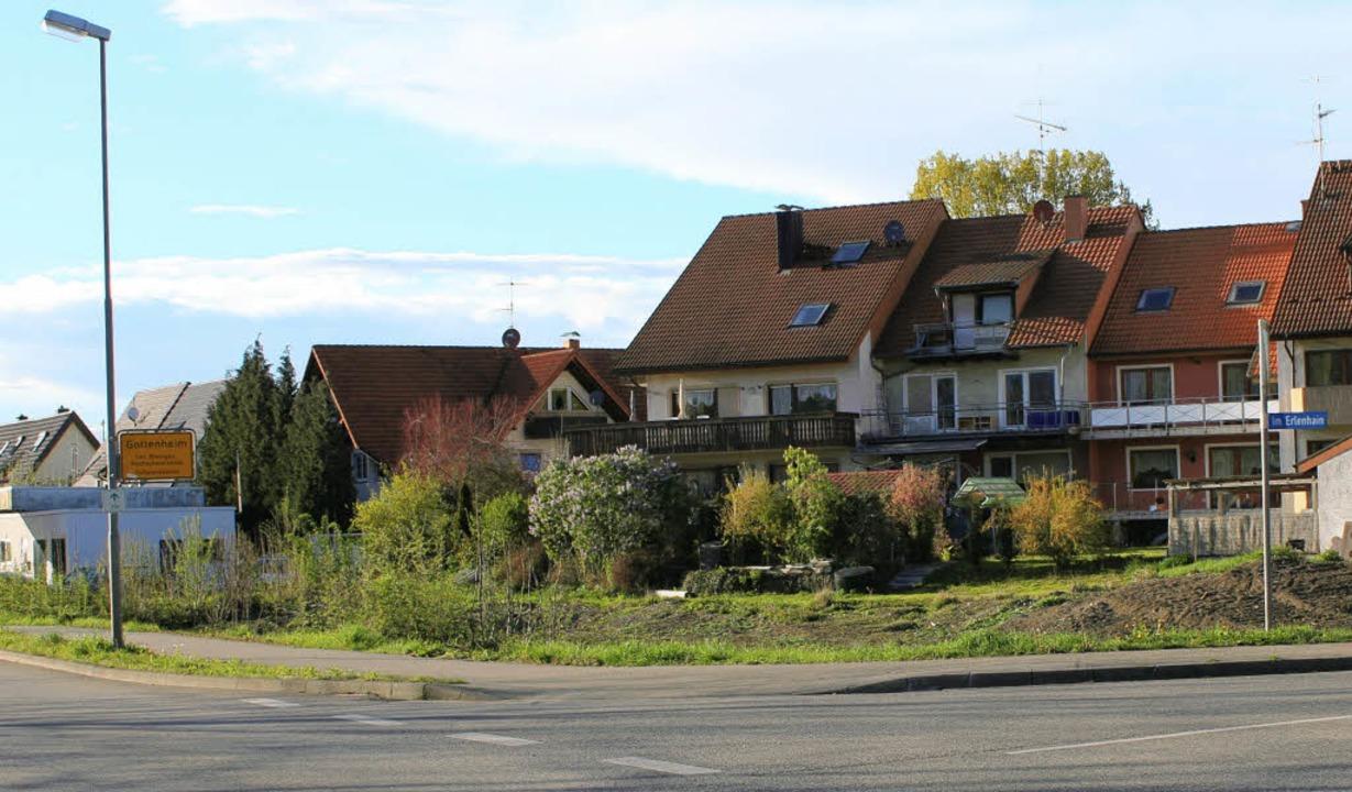 Am Gottenheimer Ortseingang, an der Ec...ung mit fünf Reihenhäusern entstehen.   | Foto: mario schöneberg