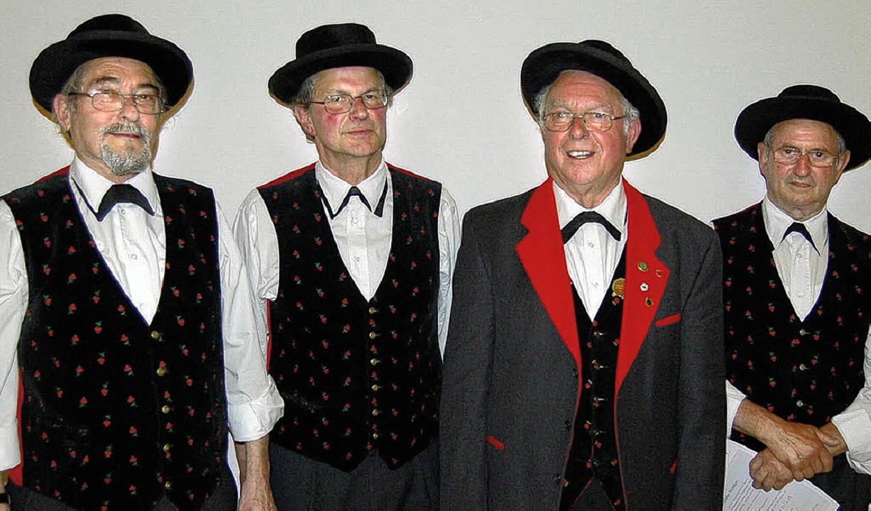 Dieter Müller (von links), Erwin Reich...trecker als dienstälteste Mitglieder.   | Foto: Ringwald
