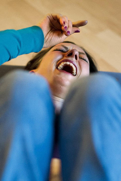 Hahahahahahihihihihuhuhu – eine Teilnehmerin beim Lachyoga.   | Foto: dapd