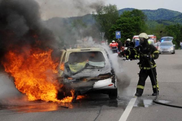 Brennendes Fahrzeug auf der B3 bei Gundelfingen