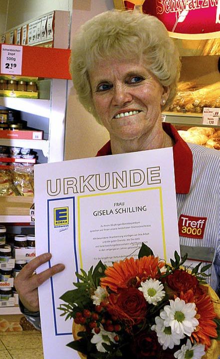 Gisela Schillinger für 50 Jahre von der Firma Treff geehrt.  | Foto: Aribert Rüssel
