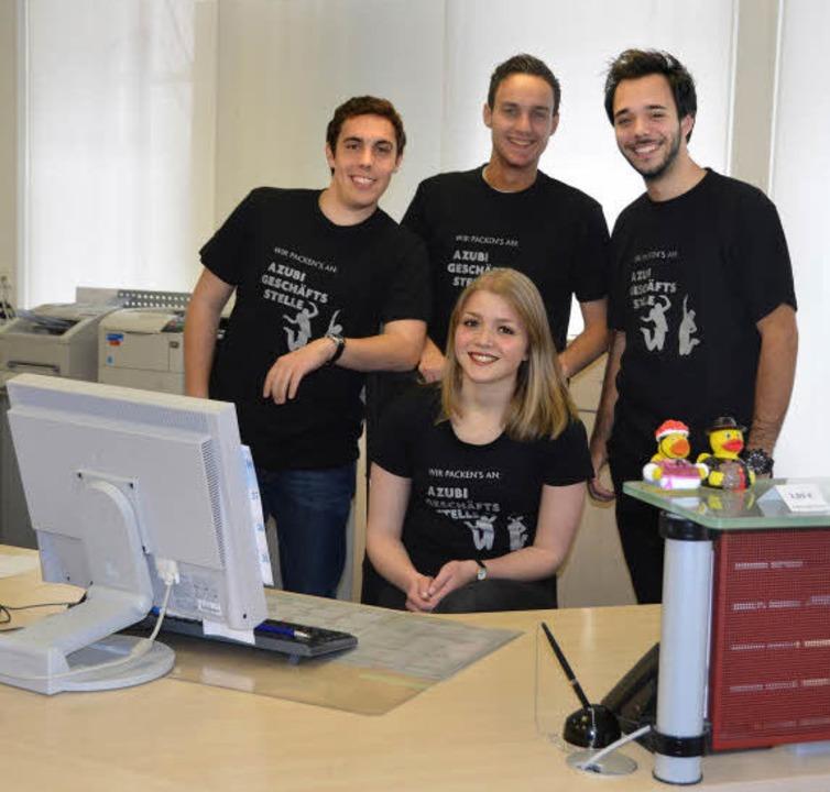 Organisieren die Azubi-Geschäftsstelle...lter und Benedikt Metzger (von links)   | Foto: Heike Lemm