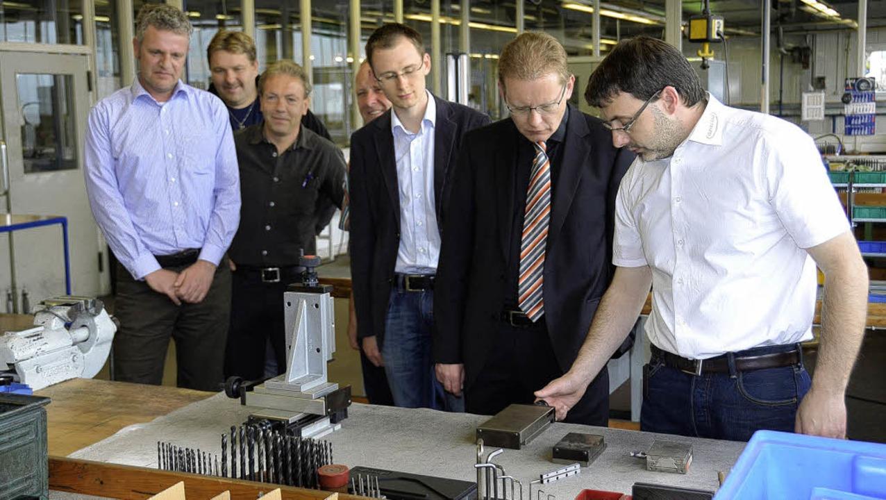 Bernd Schwörer (rechts), der bei der F...er Vertriebsabteilung  Rolf Schiesel.   | Foto: Martin Wunderle