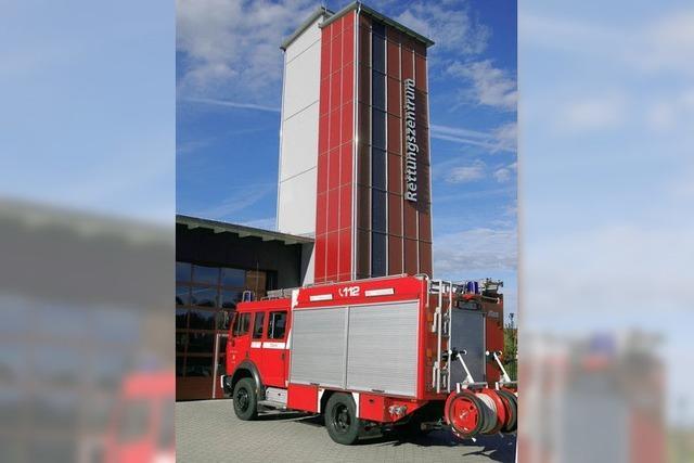 Blick hinter die Feuerwehrtore