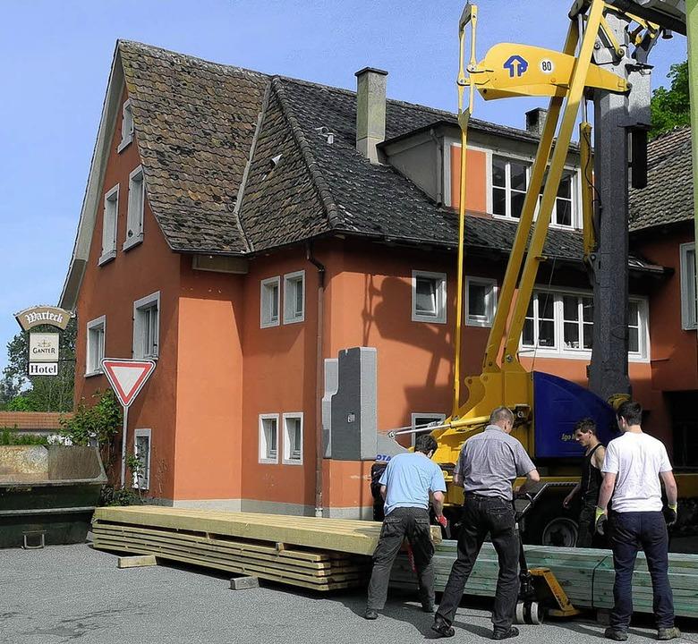 Der  Gasthof Warteck in Niederweiler wird gerade renoviert.   | Foto: Umiger
